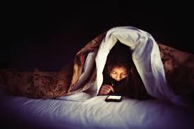寝る前の携帯