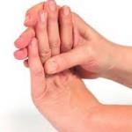 指先のしびれの原因とは!病気やストレスが関係している?