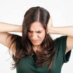 耳鳴りの原因を紹介!キーンとなる症状は加齢が関係?