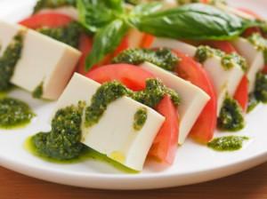バジルのせ豆腐