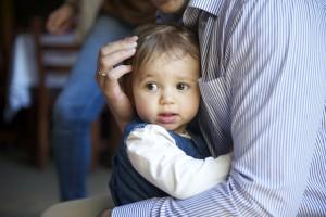 赤ちゃんを抱っこする