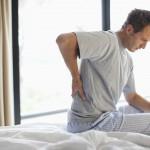 背中の痛みの原因とは?左側か右側で分かる内蔵の負担