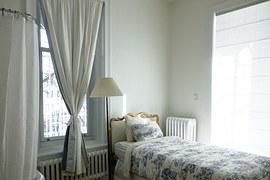 ベッド_窓