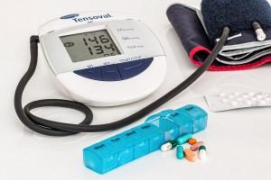 薬と血圧計