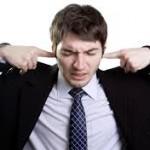 耳が詰まった感じがする原因は?ストレスや病気が関係?