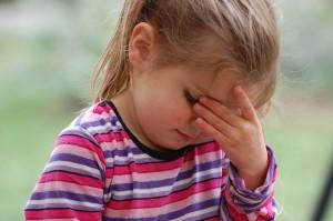 女の子頭痛