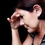 眉間が痛い原因とは?頭痛の種類やその他の病気について