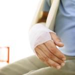 骨折を早く治す2つの方法は?食べ物や治療方法を紹介!