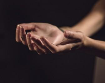 手(きれいめ)