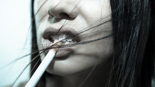 タバコと口
