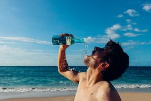 水を飲む02