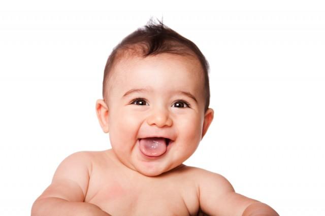 赤ちゃん 舌を出す