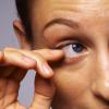 まぶたの痙攣の原因は?病気の可能性や対処方法について!