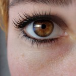 目を茶色にする方法とは?瞳の色で一番人気な理由も紹介!