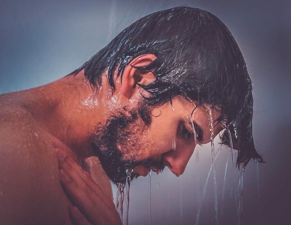 熱いシャワーを浴びるとアドレナリンが出る