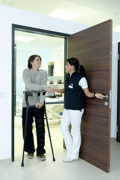 crutches-538883_960_720