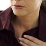 息を吸うと左胸が痛い原因とは?チクチク痛むのは病気?