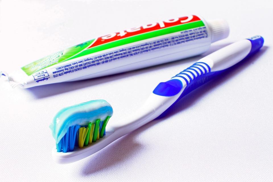toothbrush-685326_960_720
