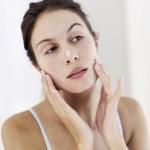 ワセリンを顔に使って美容効果はある?塗り方などを紹介!