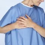 右胸の痛みの原因は?ズキズキやチクチクなど、痛み方で分かる病気とは!