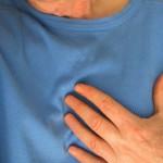 胸の下の痛みで考えられる10の病気とは?症状や原因、治療法を紹介!