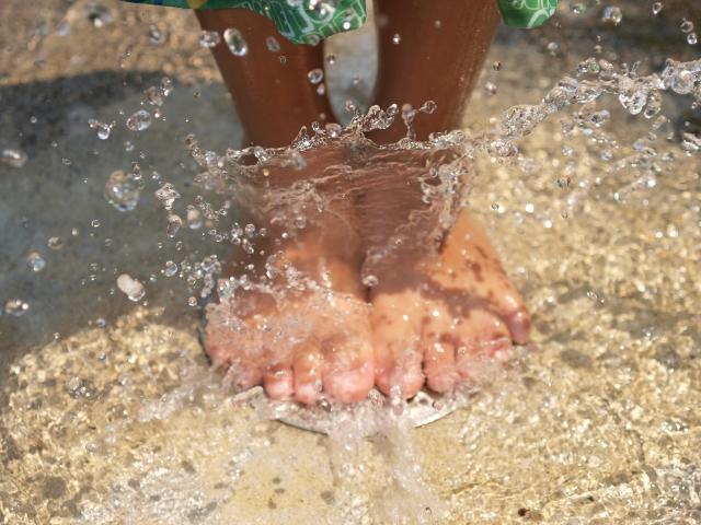 水浴びの足
