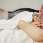 足の裏が痺れる原因とは?病気の可能性や治療法を紹介!