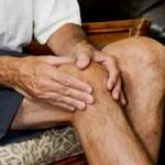 膝に違和感を感じる原因は?痛みがあるのは病気?