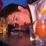 急性アルコール中毒に注意!症状や対処法を知って死亡を防ごう!