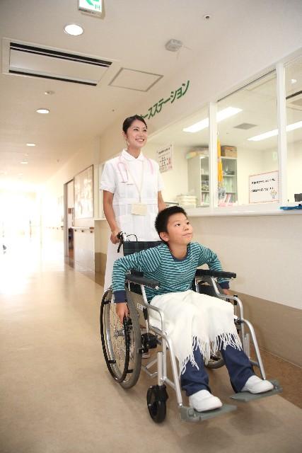 車椅子少年