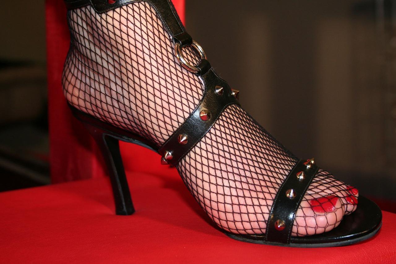 high-heeled-shoe-1530744_1280