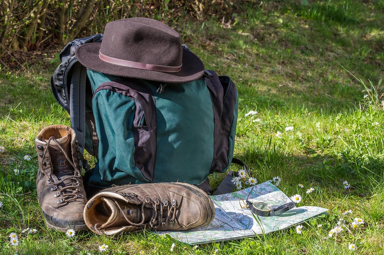 hiking-1312226_1280