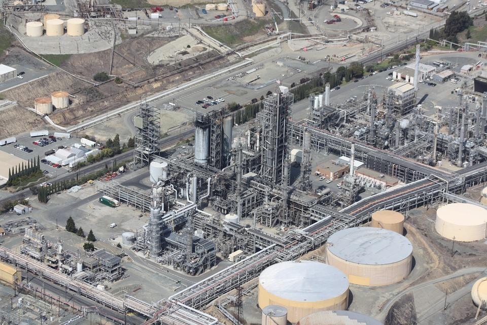 refinery-109025_960_720