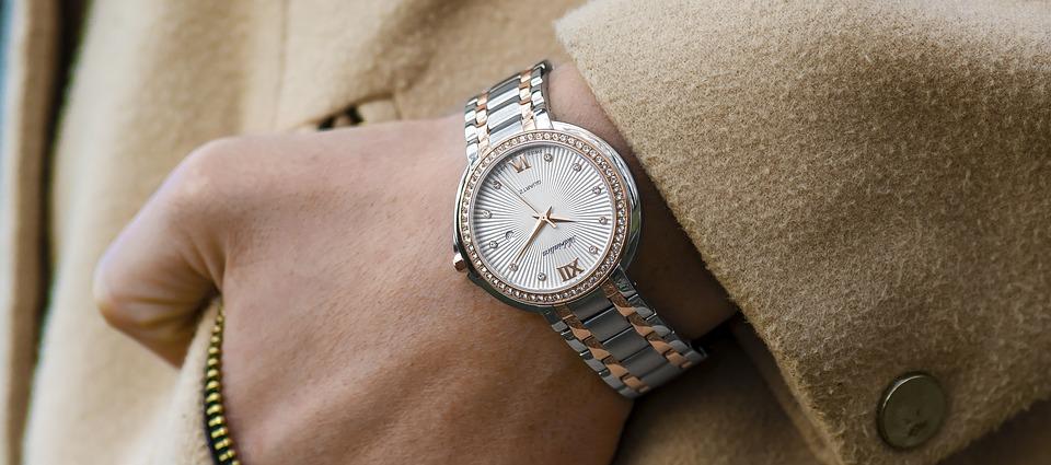 wristwatch-1149669_960_720