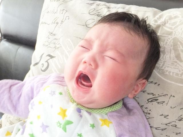 赤ちゃん泣き顔