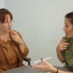 構音障害とは?その原因や症状、似ている病気との違いを紹介!治療法やリハビリ、コミュニケーションの方法は?