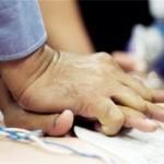 胸骨圧迫のやり方は?正しい心肺蘇生法と応急処置の方法を知ろう!小児と乳児には注意しよう!