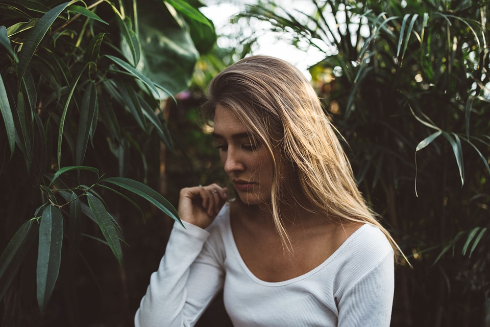 blonde-1031534_960_720%e6%81%af%e8%8b%a6%e3%81%97%e3%81%84