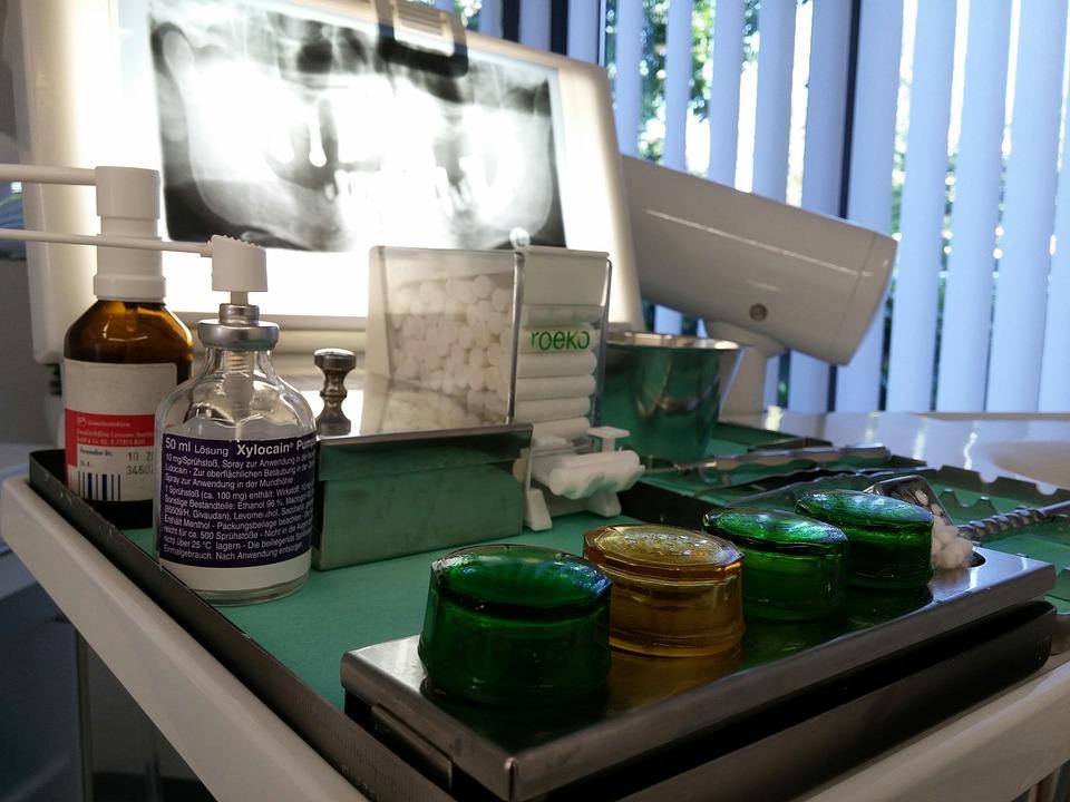 dentist-1468457_960_720%e6%ad%af%e7%a7%91%e5%8c%bb