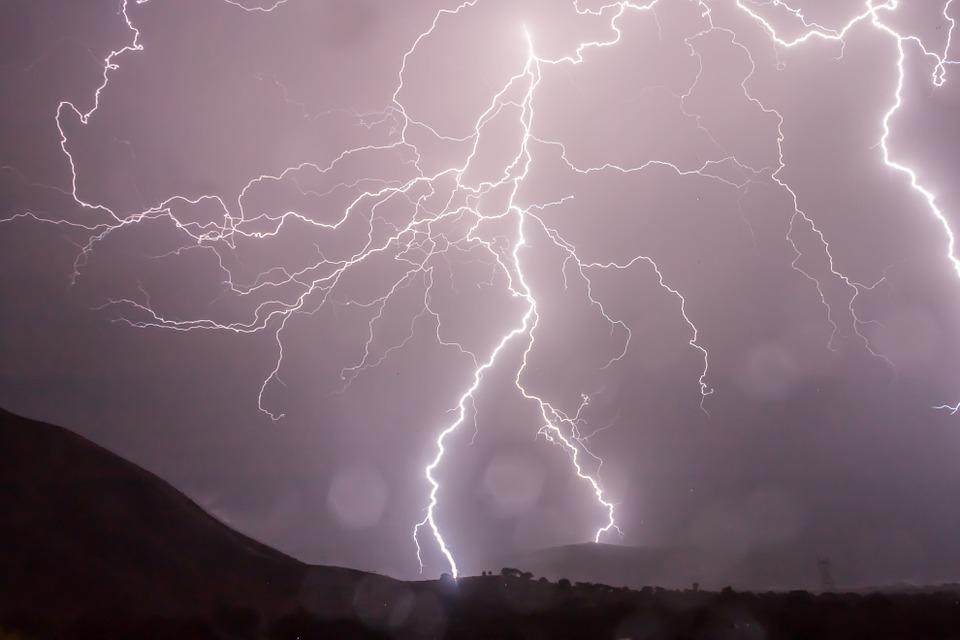 lightning-399853_960_720%e7%a5%9e%e7%b5%8c%e7%82%8e