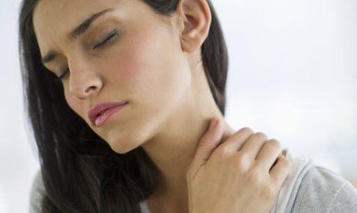 首筋の痛み