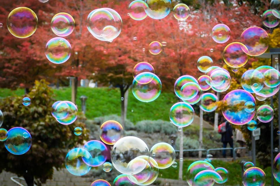 soap-bubbles-1021662_960_720%e7%9f%b3%e9%b9%b8%e3%81%ae%e6%b3%a1