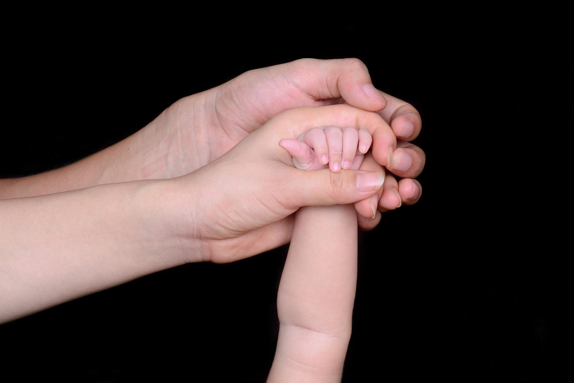 ママパパ赤ちゃんの手