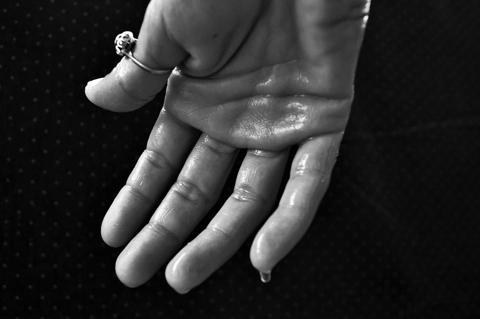 hand-1502242_960_720
