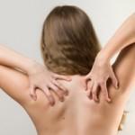 背中がかゆい原因は?病気の可能性について!乾燥肌が原因の対策法は?