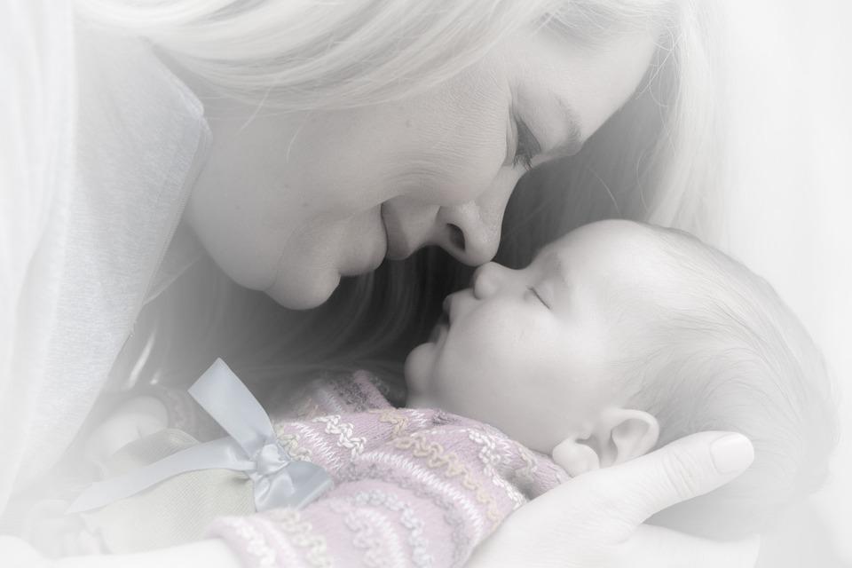 newborn-659685_960_720赤ちゃんとママ