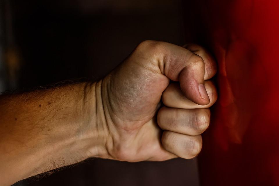 打撃fist-1561157_960_720
