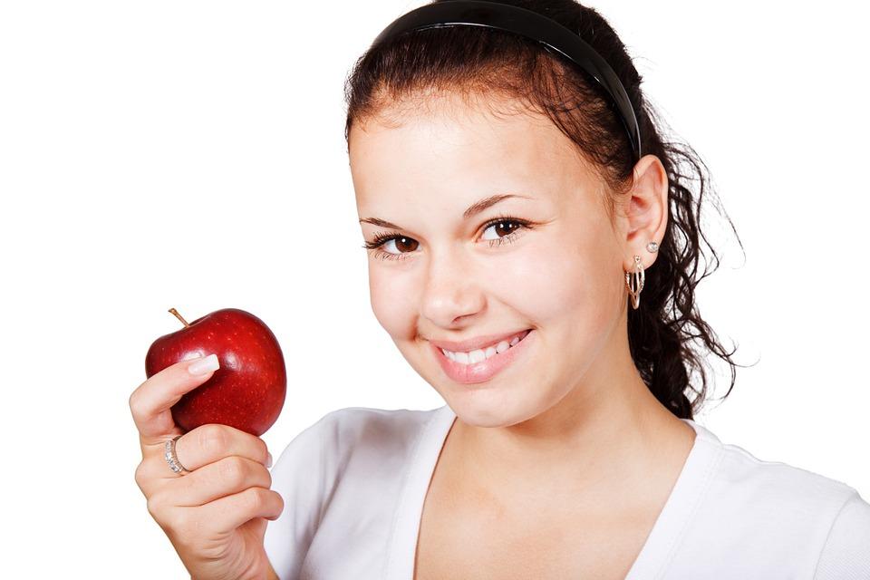apple-17528_960_720歯並