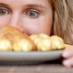 生理前の食欲が止まらない!その原因と対策方法を知ろう!