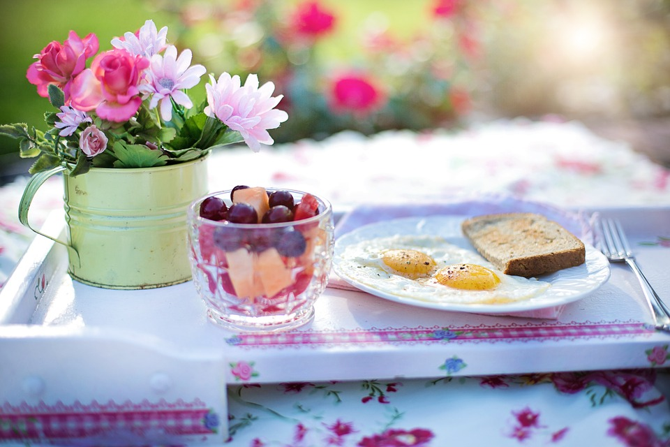 breakfast-848313_960_720朝の食卓